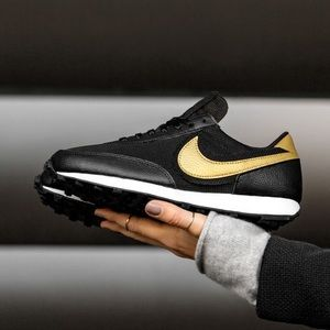 New Nike daybreak black leather gold sneakers